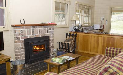 self contained cottage moss vale